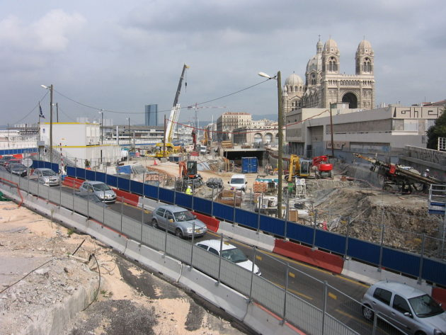 1280px-Construction_work_near_Cathédrale_de_la_Major_de_Marseille
