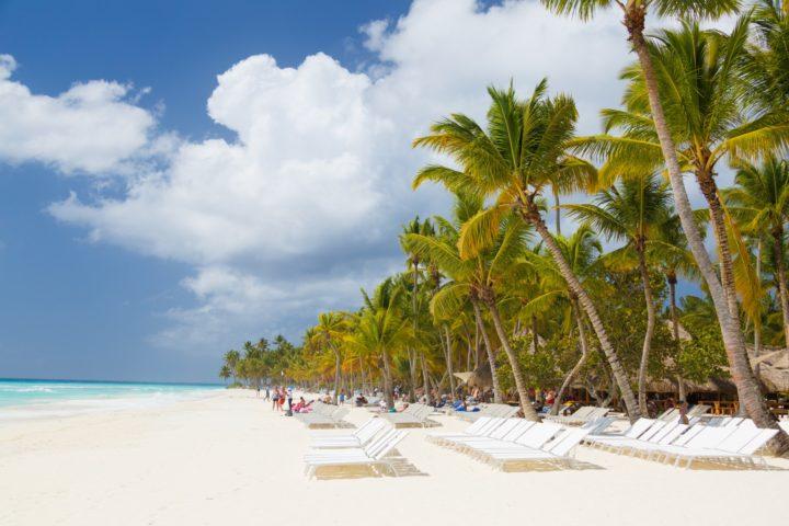 caribbean-beach-with-palms-14577744997I2