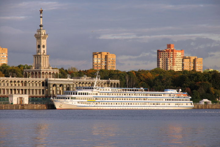 1280px-Andrey_Rublev_river_cruise_ship